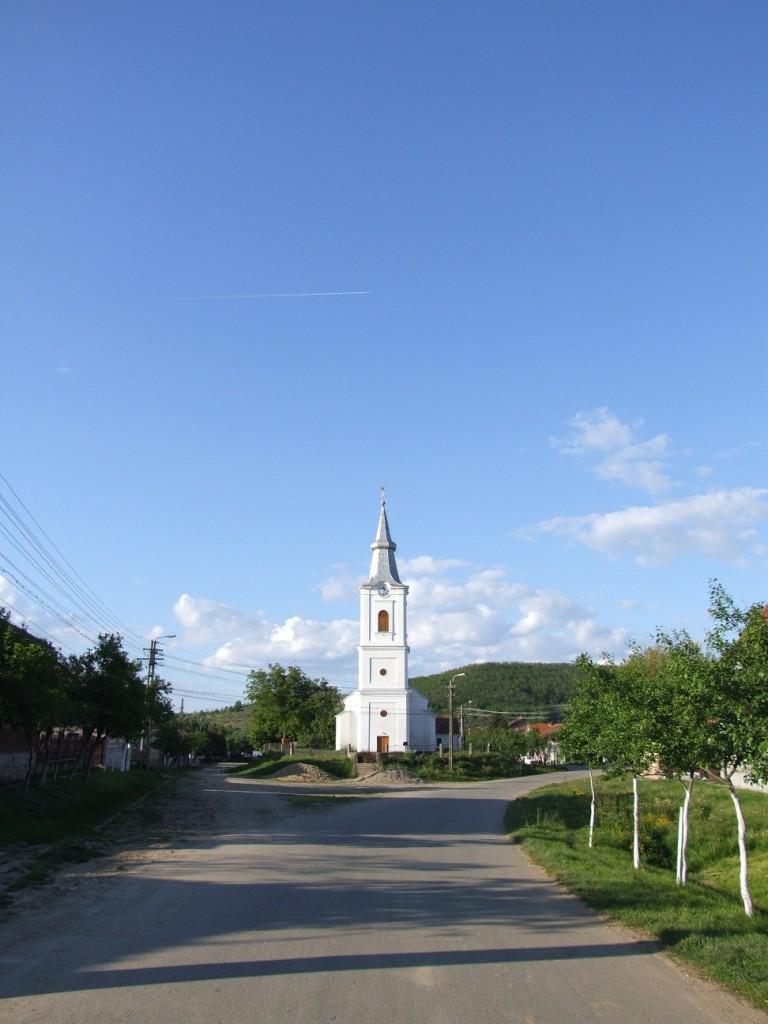 Vedere stradala biserica